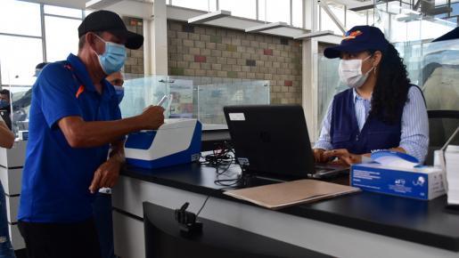 Al instante de acudir debes tener a la mano la constancia de Pre-Registro, documento de identidad venezolano o el PEP, PEPFF y salvoconducto.